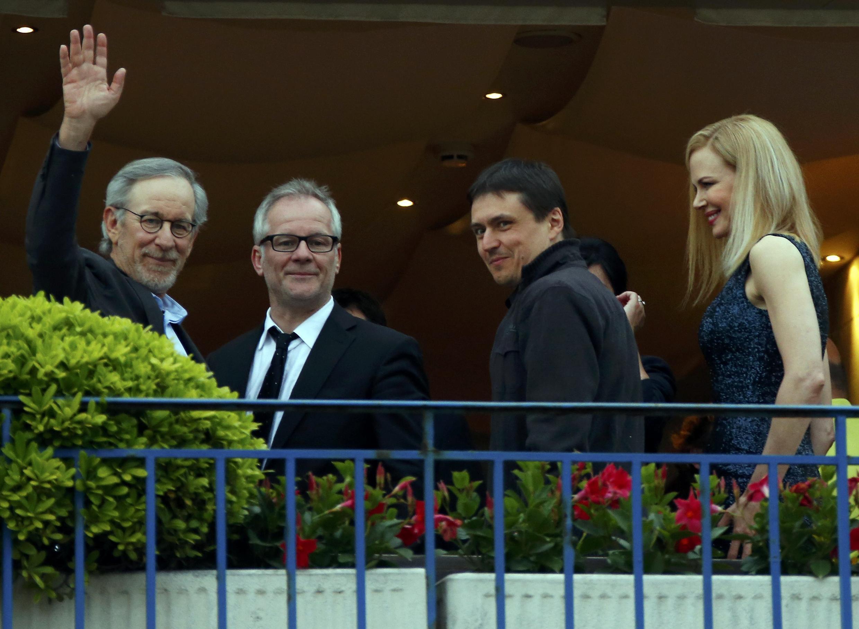 Thierry Frémaux, le délégué général du Festival de Cannes entouré de Steven Spielberg, président du jury, le réalisateur et membre du jury Cristian Mungiu et l'actrice et membre du jury Nicole Kidman, à la veille de l'ouverture ce 15 mai.