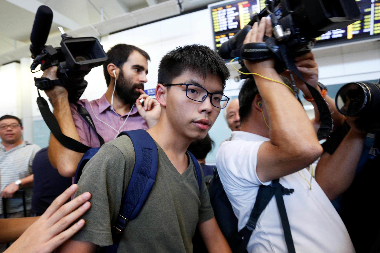 香港社會民運人士黃之峰在遭到曼谷機場扣押12小時候被遣返會香港,2016年10月5號香港機場