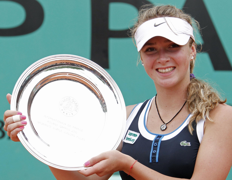 Элина Свитолина с главным призом турнира юниоров Ролан-Гарроса-2010. 6 июня 2010.