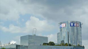 L'immeuble de TF1 à Boulogne-Billancourt. Le groupe privé de télévision estime que les opérateurs tirent parti de la notorieté de ses cinq chaînes.