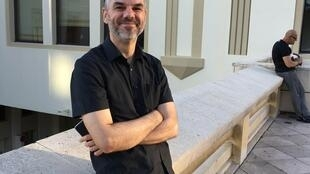 O roteirista Rodrigo John.
