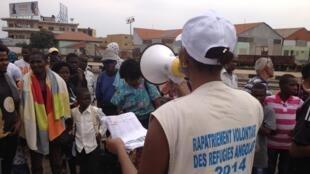 500 Angolais, réfugiés en RDC après avoir fui la guerre civile, ont pris le train ce mardi 19 août pour retourner dans leur pays d'origine après plus de 10 ans passés en RDC.