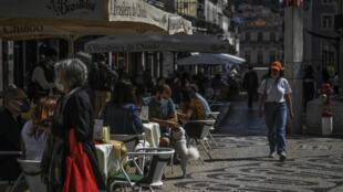 portugal-lisbonne-terrasse-cafe