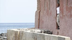 C'est seul et dans l'intimité que Barack Obama a choisi de visiter la maison des esclaves de l'île de Gorée en ce jeudi 27 juin.