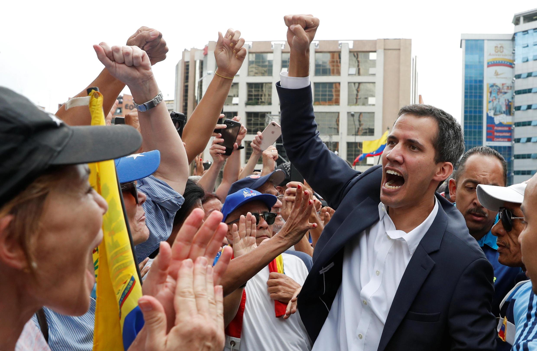Хуан Гуайдо и манифестанты против режима Николаса Мадуро, 23 января 2019.