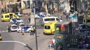 Imagem da Rambla, perto da praça Catalunha, após o ataque