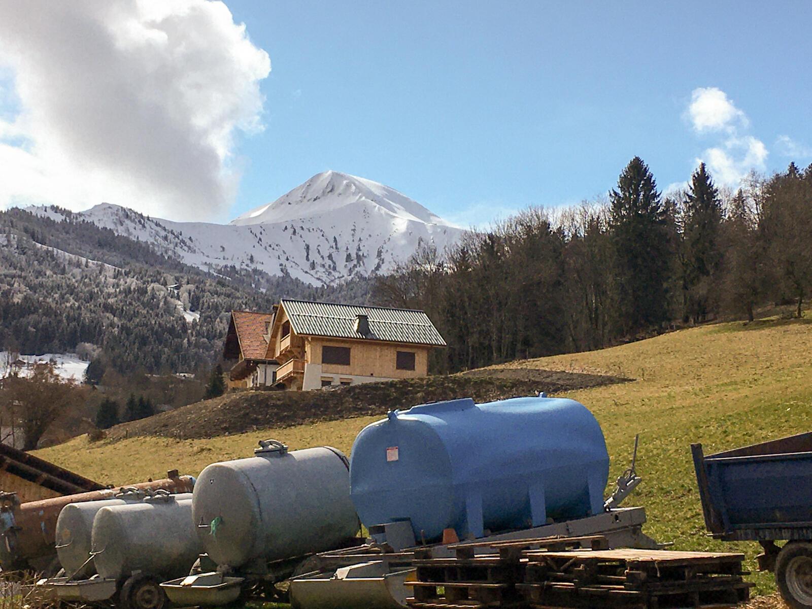 Сен-Жерве находится в зоне производства сыров АОР — реблошона и абонданс.