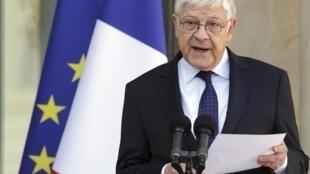 Pierre-René Lemas, el secretario general del Palacio del Elíseo, anuncia la composición del nuevo gobierno.