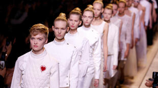 Коллекция Dior весна-лето 2017 нового арт-директора Марии Грации Кьюри