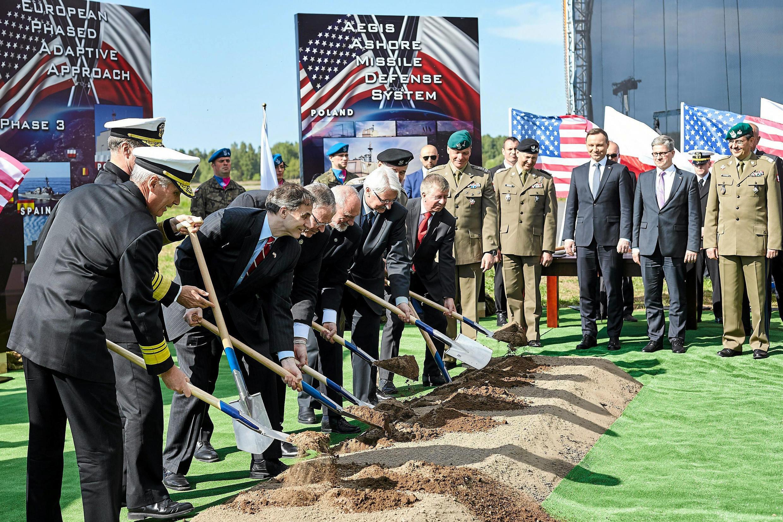 Церемония открытия строительства базы противоракетной обороны США в поселке Редзиково, Польша, 14 мая 2016 г.