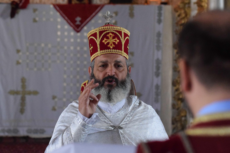 Священник Зограб из Стамбула на пасхальной литургии в церкви Святого Киракоса в городе Диярбакыре. Турция. 5 апреля 2015 год