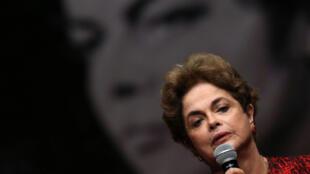 លោកស្រី ឌីលម៉ា រូសែហ្វ (Dilma Roussef)  ប្រធានាធិបតីប្រេស៊ីល