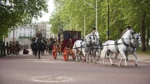 Foto da carruagem que levará o príncipe William e Kate Middleton na sexta-feira.
