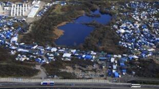 """O acampamento de refugiados em Calais, no norte da França, conhecido como """"a selva""""."""