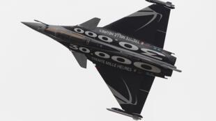 Le Rafale est un chasseur-bombardier, biréacteur polyvalent d'une durée de  vie supérieure à 30 ans.
