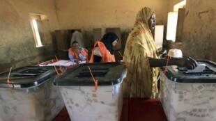 Voting in Khartoum, 12 April 2010