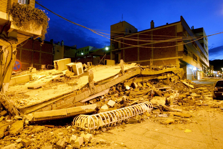 Terremotos em Lorca na Espanha deixam oito mortos e assustam população