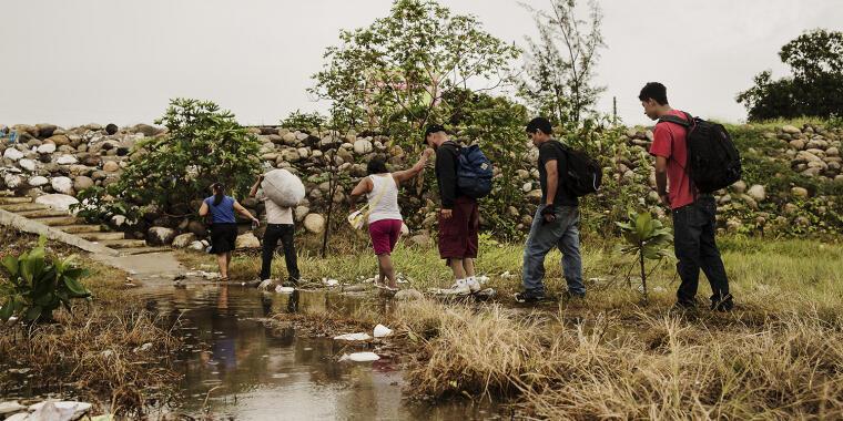 Los migrantes sufren altos niveles de violencia en su camino.
