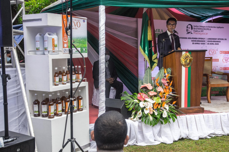 Le président malgache Andry Rajoelina préside la cérémonie de lancement de son «remède miracle» contre le coronavirus.