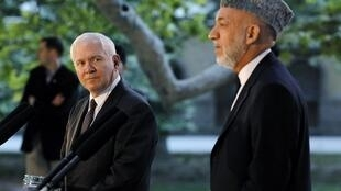 US Secretary of Defense Robert Gates (L) with Afghan President Hamid Karzai on a visit to Kabul Saturday