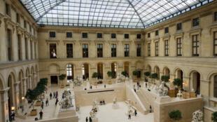 La cour Marly, à l'intérieur du musée du Louvre.