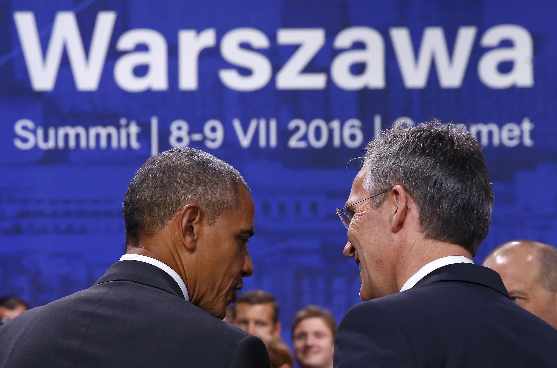Президент США Барак Обама (слева) и генеральный секретарь НАТО Йенс Столтенберг на саммите альянса в Варшаве, 9 июля 2016 г.