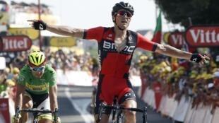 Sagan otra vez segundo despues de la victoria de Greg Van Avermaet en la meta de Rodez.