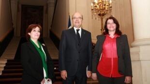 O chanceler Alain Juppé se reuniu com representantes da oposição síria nesta quarta-feira, entre eles a escritora Rima Flihane e a militante Souhayr Atassi.