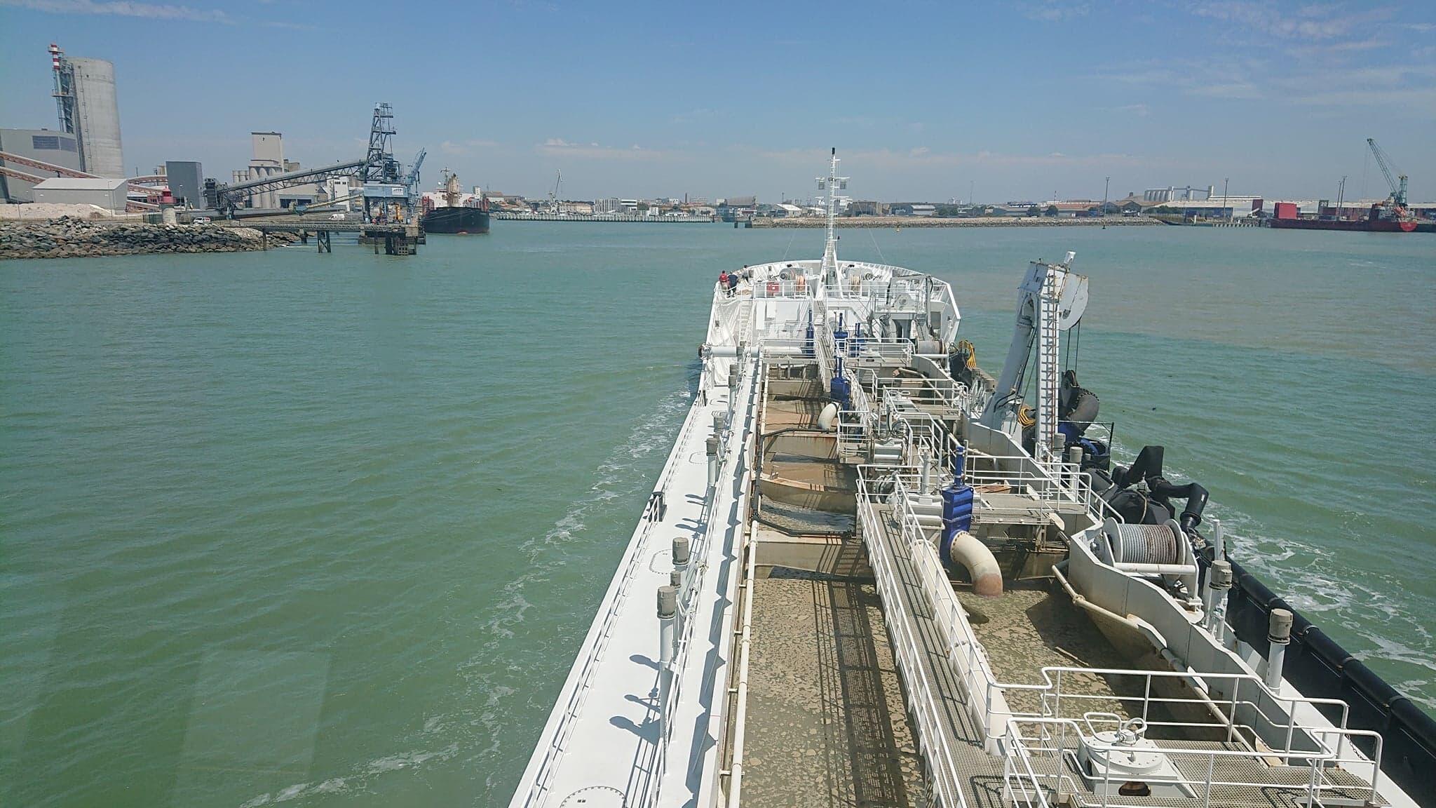 À bord du navire sablier Stellamaris, une vue de La Rochelle dans l'ouest de la France.