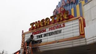 """Bộ phim """"The Interview"""" được trình chiếu từ hôm nay tại hơn 200 rạp hát ở Mỹ - REUTERS /Tami Chappell"""