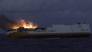 """El """"Grande America"""", fotografiado antes del naufragio, el 11 de marzo de 2019 frente a las costas de La Rochelle."""