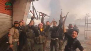 با حملۀ مجدد نیروهای مخالف بشار اسد، جنگ در شرق دمشق شدت گرفت.