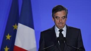 François Fillon, le 1er mars 2017, qui affirme sa volonté de rester candidat à la présidentielle malgré sa convocation devant le juge d'instruction, le 15 mars.