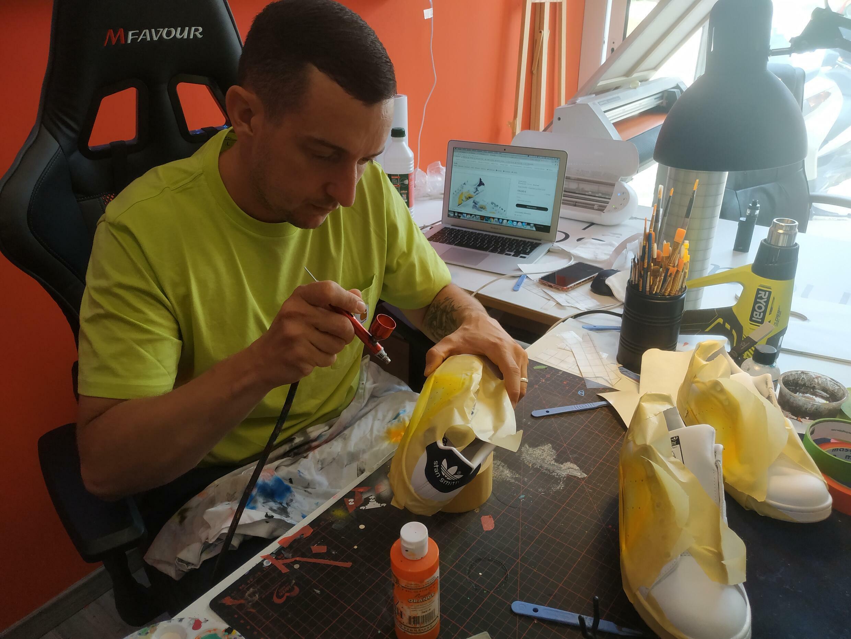 Mathieu Rossolini (Smile), propriétaire de Smile Custom à Toulon (France).