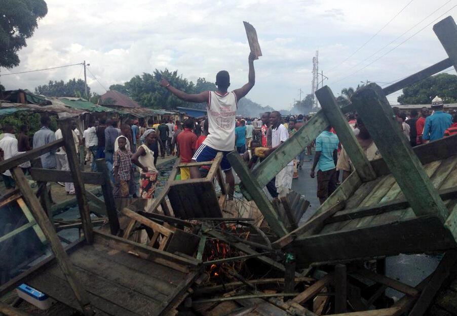 Des manifestants ont monté des barricades, ce dimanche, dans les rues de Cibitoke, au nord de Bujumbura, la capitale burundaise.