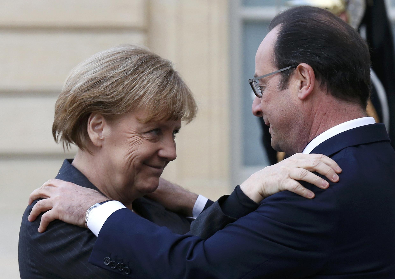 Ангела Меркель и Франсуа Оллнад на ступенях Елисейского дворца, 11 января 2015.