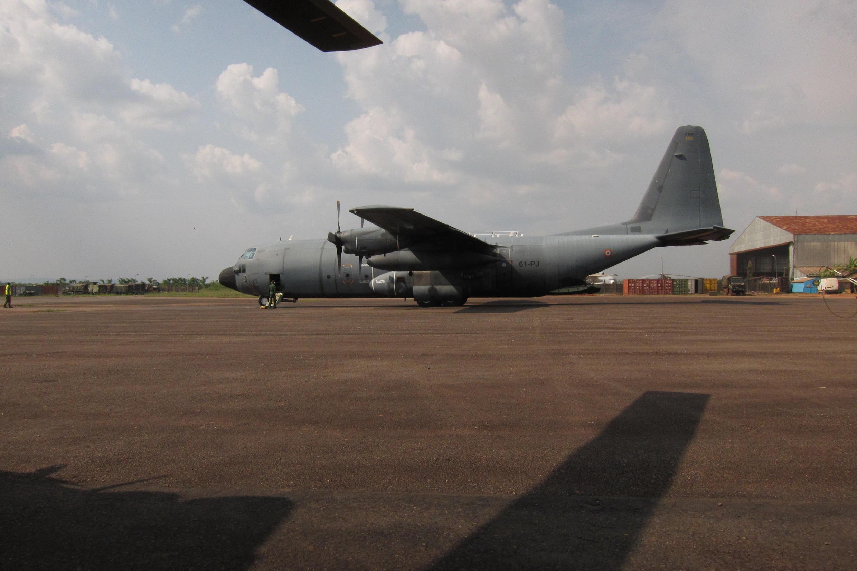Un C130 «Hercule» sur l'aéroport de Bangui, en provenance de Libreville.