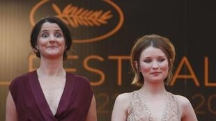 Julia Leigh (G), ta Fim din «Sleeping Beauty» tare da Emily Browning, a Gasar Cannes