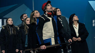 La pièce «—Tristesses—» de l'auteure et metteure en scène belge Anne-Cécile Vandalem est présentée au Théâtre de l'Odéon;
