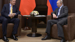 Os presidentes da Turquia (Recep Erdogan, à esq.) e da Rússia, Vladimir Putin, em foto de 2014, quando ainda dialogavam