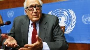 Lakhdar Brahimi makao makuu ya UN  Genève,  Agosti 28, 2013.