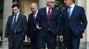 Từ trái sang:Ngoại trưởng Ukraina, Pháp, Đức và Nga bước vào cuộc họp tìm lối thoát cho khủng hoảng Ukraina tại Berlin ngày 17/8/2014.