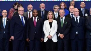 Le président centrafricain Faustin-Archange Touadéra, aux côtés de la chef de la diplomatie européenne Federica Mogherini, le 17 novembre 2016 à Bruxelles.