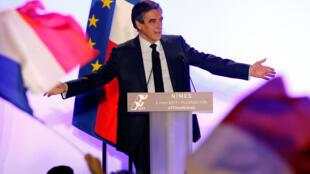 Франсуа Фийон, кандидат в президенты от французских правых