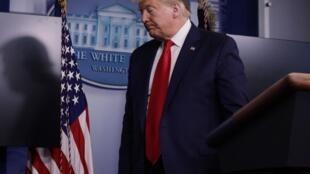 Le président américain Donald Trump après son discours demandant que les gouverneurs autourisent les lieux de culte à rouvrir, malgré la pandémie de coronavirus, à Washington le 22 mai 2020.
