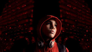 Détail de l'affiche du film Fièvres, de Hachim Ayouch, qui sort le mercredi 29 octobre sur les écrans en France.
