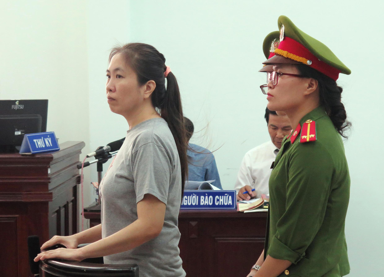 """Blogger Nguyễn Ngọc Như Quỳnh,""""Mẹ Nấm"""", ra tòa ở Nha Trang, ngày 29/06/2017."""