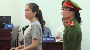"""Blogger """" Mẹ Nấm"""" tại phiên xử ngày 29/06/2017 ở Nha Trang."""