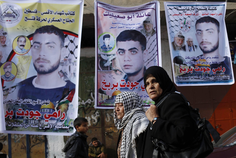 Israel deve libertar 26 presos palestinos nas primeiras horas desta terça-feira, 31 de dezembro de 2013.