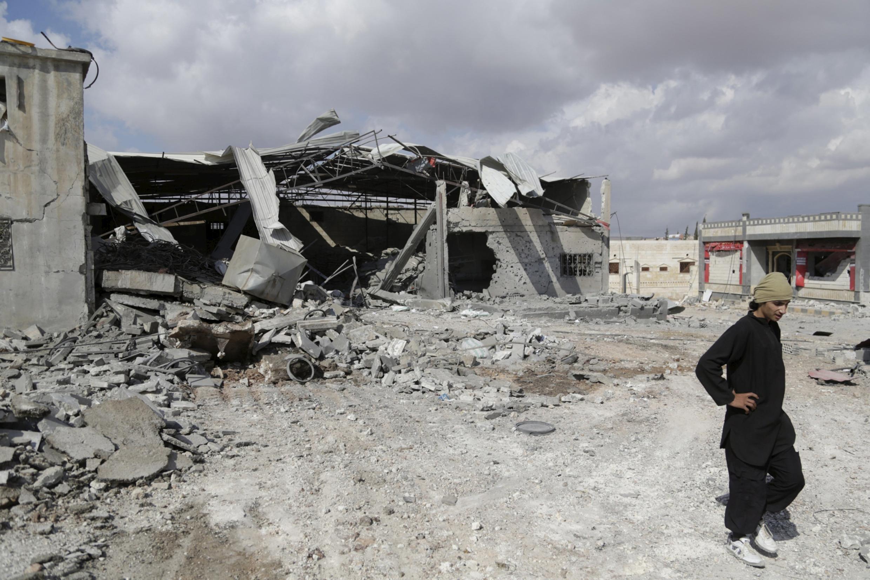 Alvo atingido, segundo testemunhas, por um bombardeio russo ao sul de Idleb, na Síria.